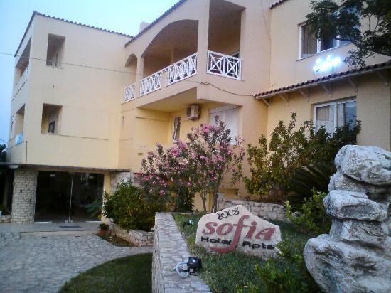 Kournas, Hellas: L'accueil