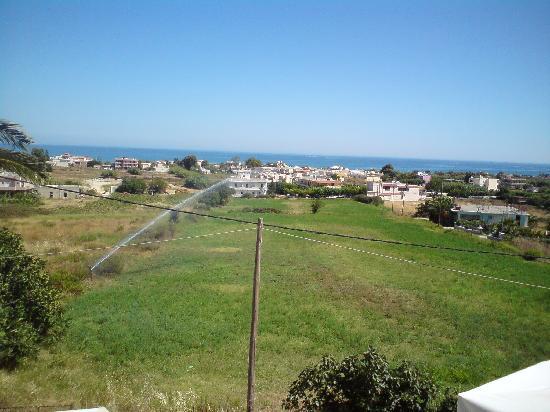 Kournas, Grecia: Vue sur la mer de la terrasse du petit déjeuner
