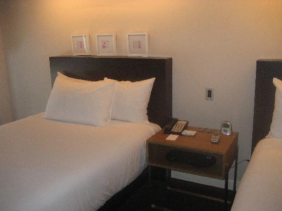 The James Chicago-Magnificent Mile: The bedroom