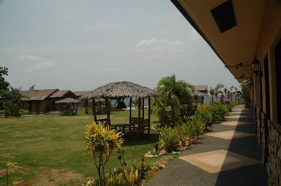 Bodos Bamboo Bar Resort: Hotel Grounds