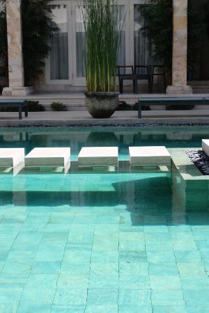 Bali Court Hotel and Apartments: great pool