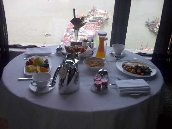โรงแรมโซฟิเทล มาเก๊า แอท ปงต์ 16: All-Day Breakfast
