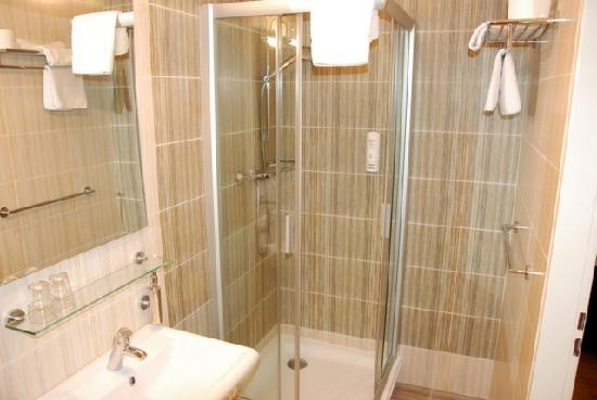 Dahlia Inn: bathroom