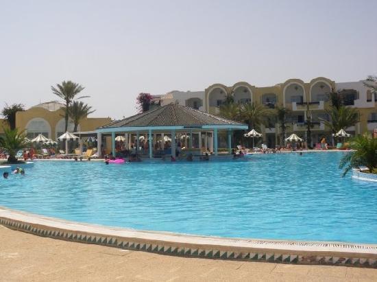 Djerba Holiday Beach: le bar de la piscine
