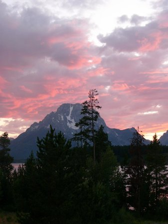 Peaks at Signal Mountain Lodge
