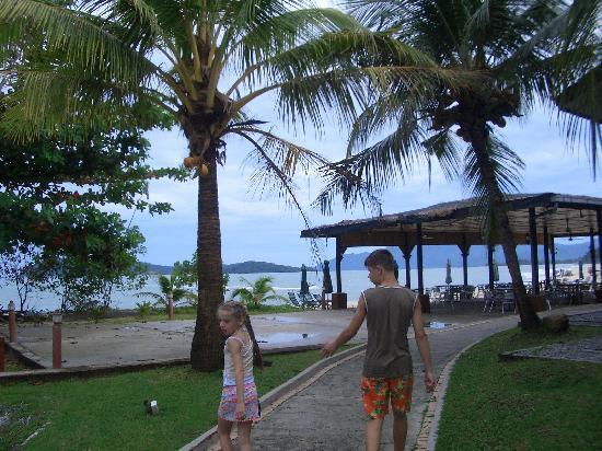 The Lanai Langkawi Beach Resort: path to sea