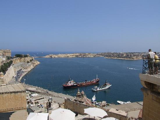 Seaview Hotel: A view of Valetta never to be forgotton