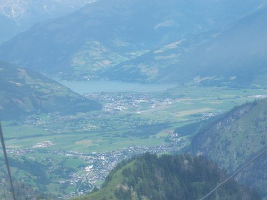Alpen Wellness Hotel Barbarahof: View of Lake Zell and Kaprun village at bottom