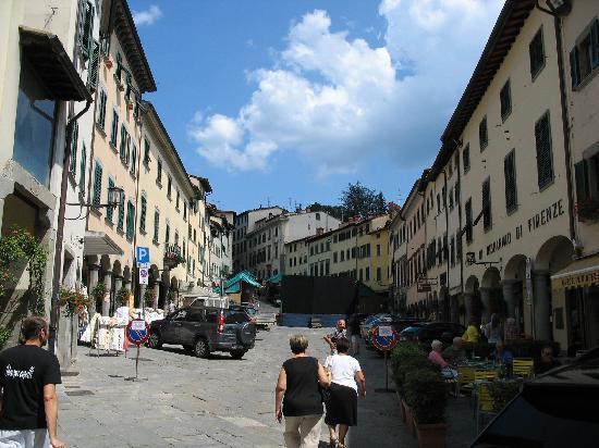 Stia, Italia: Piazza Tanucci