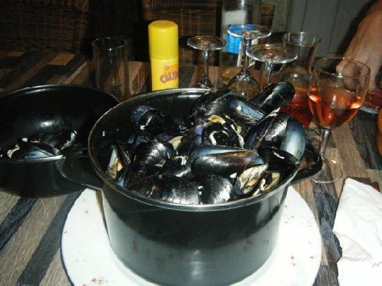 mussels served at Le Sainte Anne