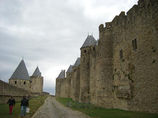 Le Sainte Anne: Attractions nearby-Carcasone Castle