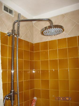 Hotel d'Argenson : Ottima doccia