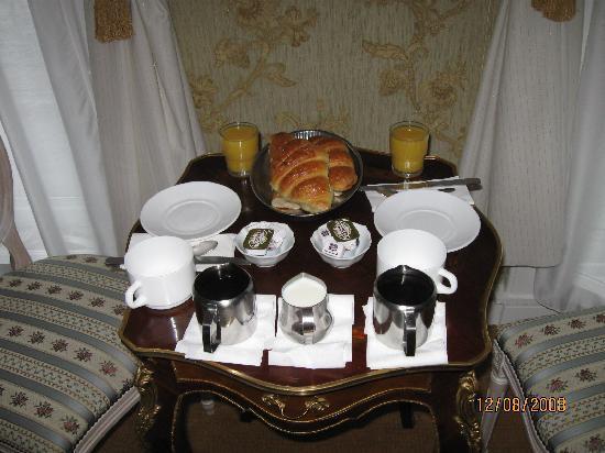Hotel d'Argenson: La nostra colazione in camera