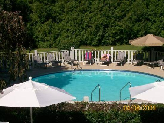 Country House Resort: Swimming Pool from our balcony
