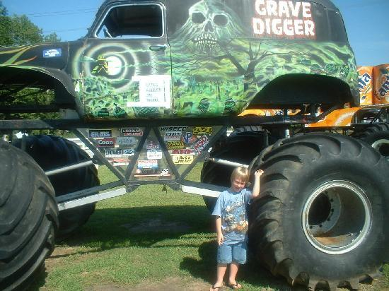 Poplar Branch, NC: another retired Grave Digger