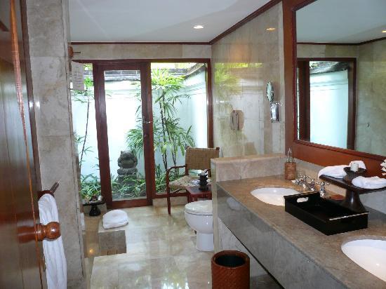 The Oberoi Bali: Bathroom