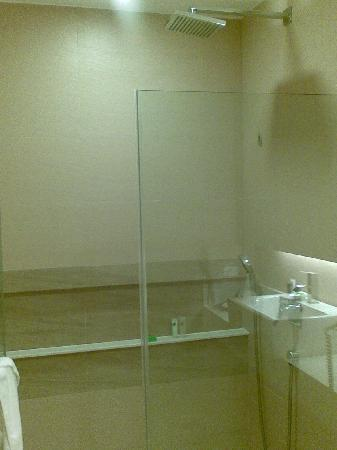 Summit Ridge Tagaytay: shower room