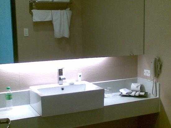 Summit Ridge Tagaytay: lavatory