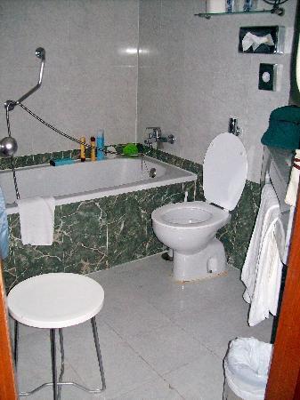 Bull Hotel Escorial & Spa: La salle de bain
