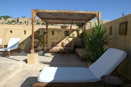Dar Roumana: rooftop patio
