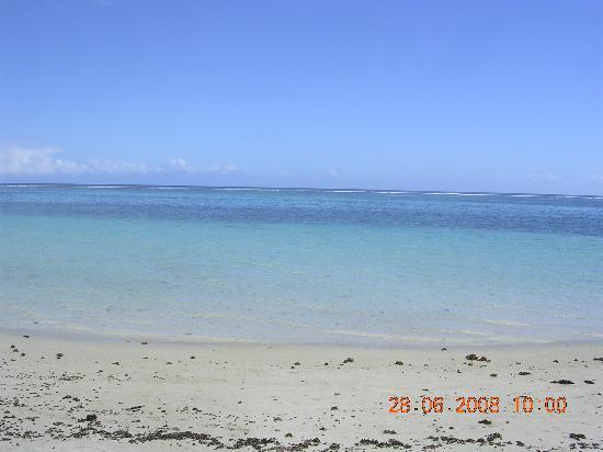 Victoria Beachcomber Resort & Spa: Playa sin corales