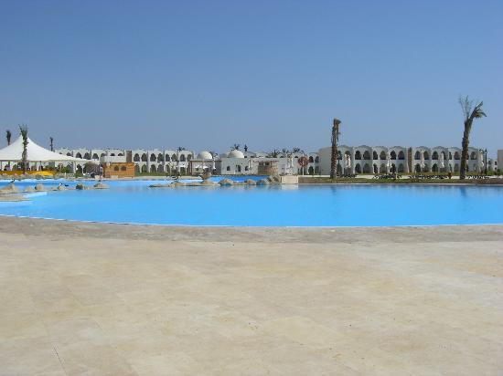 Gorgonia Beach Resort: la piscina... immensa