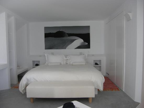 Grace Santorini Hotel : VIP Suite - Room No 44 - The bed