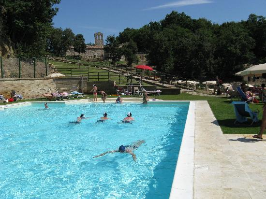 Sorano, Italy: Piscina sportiva
