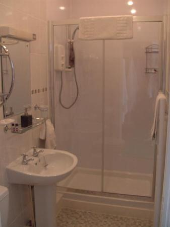 Brownlees Guest House: Bathroom