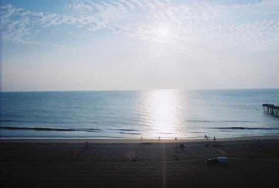 Virginia Beach Boardwalk: Balcony view of beach