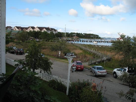 Roanoke Island Inn: View out front window