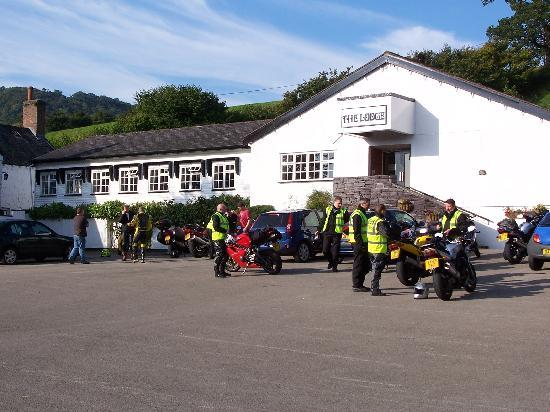 The Lodge Conwy: Large parking area close to hotel