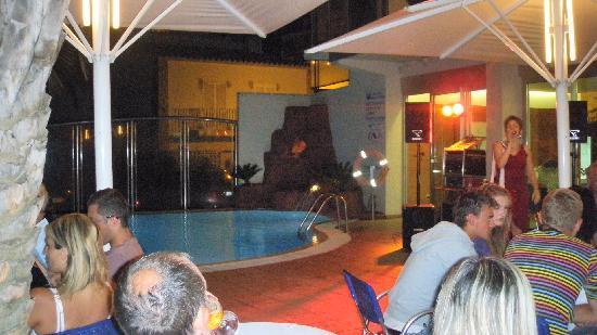 Maritim: piscina hotel