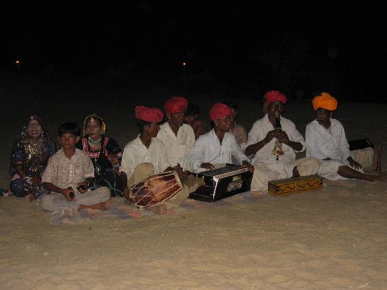 Desert Adventures Camps and Safari : concerto dal vivo