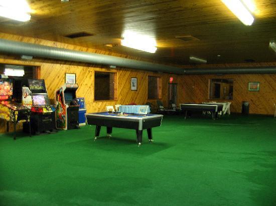 Days Inn & Suites New Buffalo: Rec Room