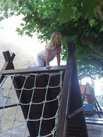 Hotel Larranaga: Childrens play area