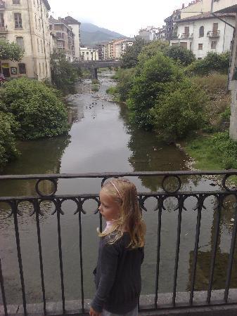 Hotel Larranaga : Azpeitia - a river runs through it!!!