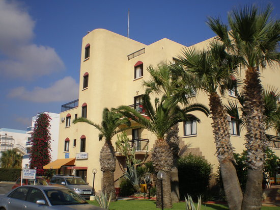 Platomare Hotel Apartments: The Platomare from the front