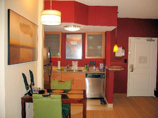 Residence Inn Columbus: Kitchen/Dining