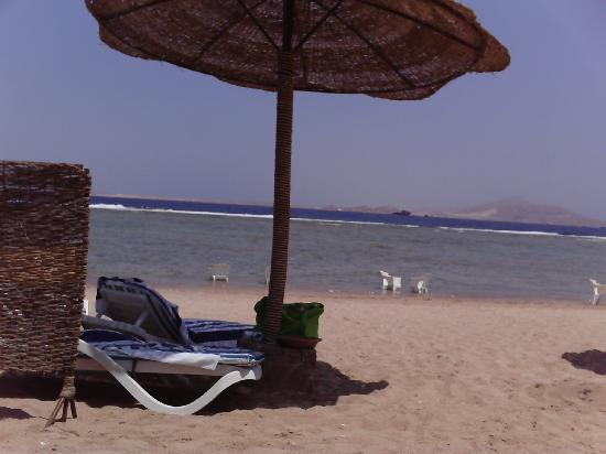 Charmillion Sea Life Resort: on the beach