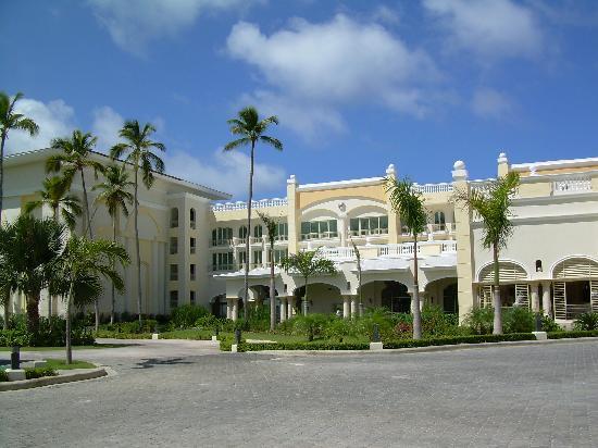 Iberostar Grand Hotel Bavaro: HOTEL DESDE AFUERA
