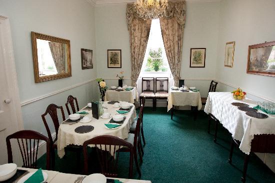 Brocks Guest House: Breakfast is served here...