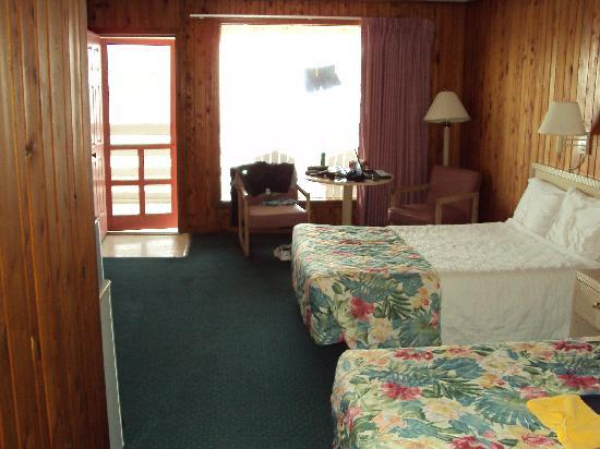 Sea Foam Motel: A nice, clean room