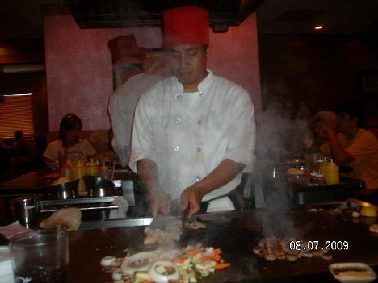 BEST WESTERN Huntington Mall Inn: Dinner @ The SHOGUN-right accross the street!