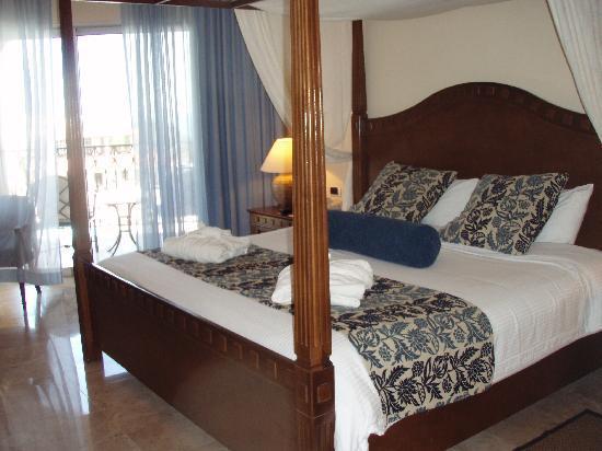 Secrets Capri Riviera Cancun: Pic of our room