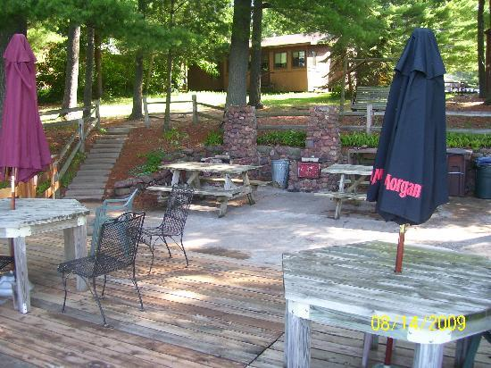 Northland Resort : Sun deck and grilling area