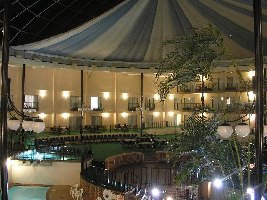 Holiday Inn - Airport Conference Center: Holidome