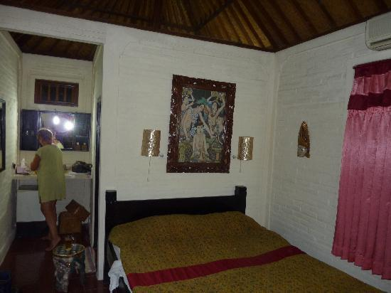 Tiing Gading Bungalows: our room