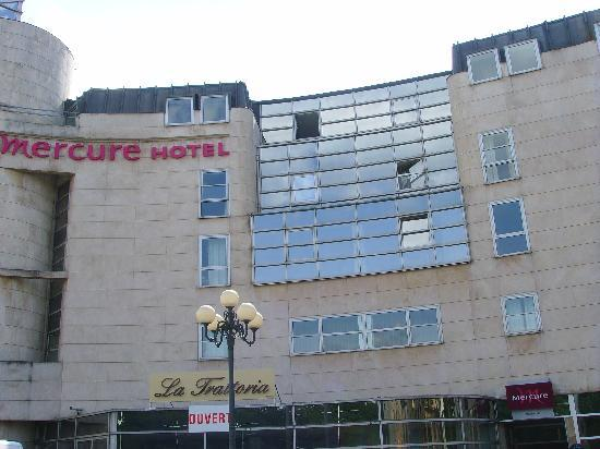 Mercure Thionville Centre: Front Photo - Now sharing the building with an italian restaurant !