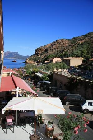 Hotel Brise de Mer : Chambre vue village (vue mer sur le côté)
